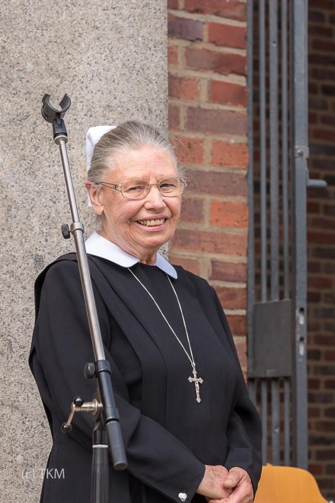 Schwester Anna bei der Verabschiedung.