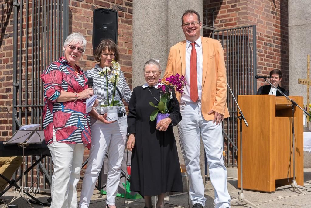 Zum Abschied ein paar Blumen vom Kirchenvorstand und Diakonieverein.