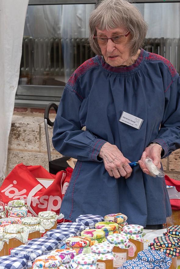 Frau Hassel hat wieder fleißig Marmeladen eingekocht.